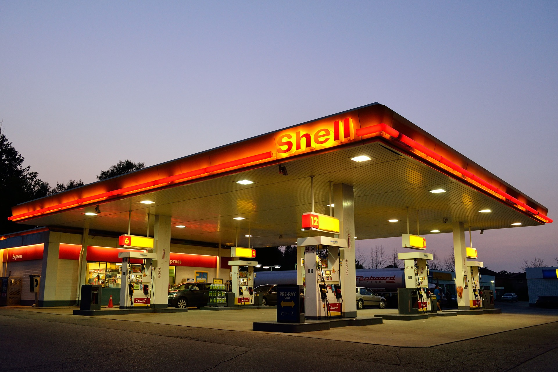 gas-station-1161870_1920