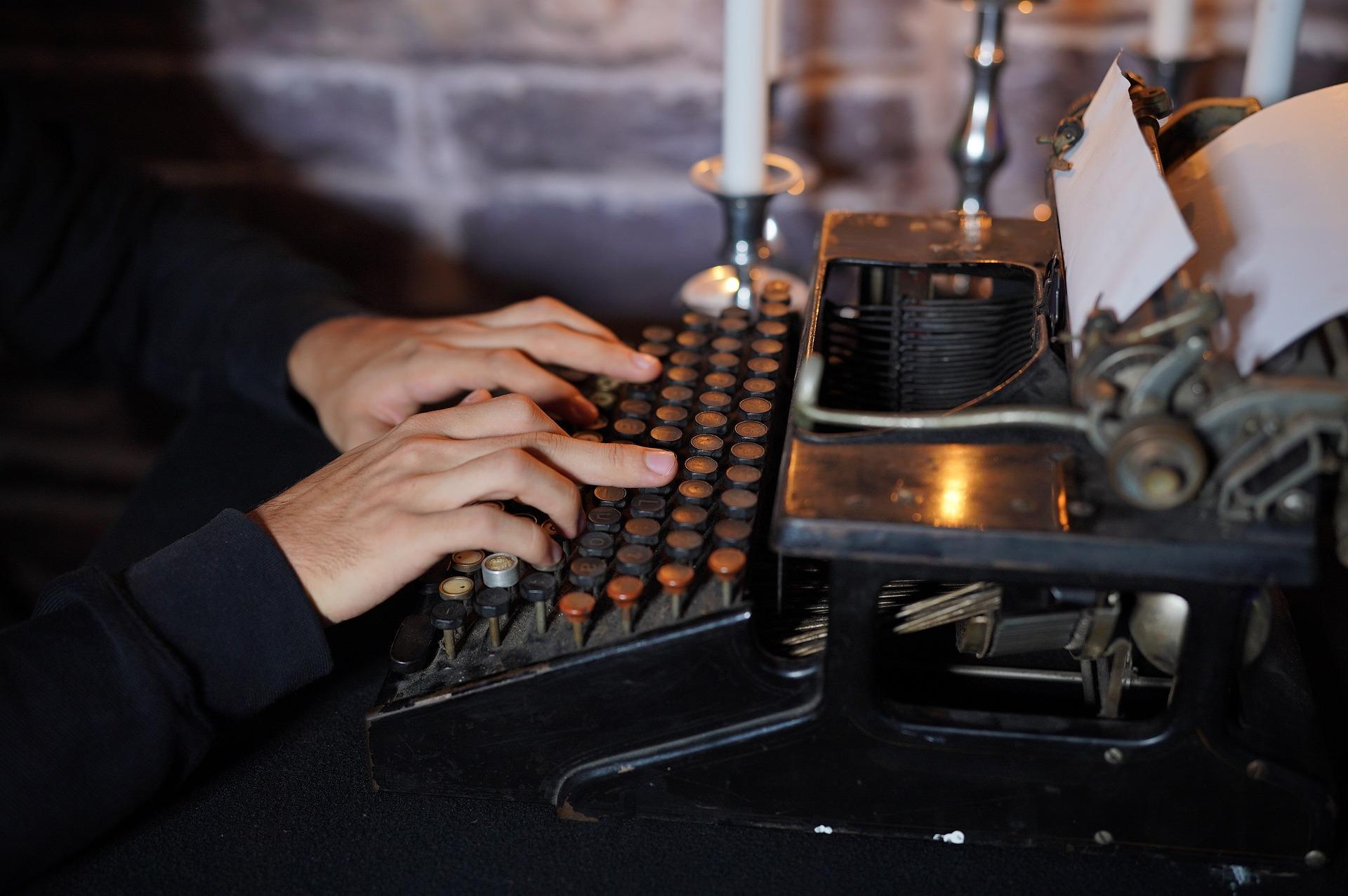 typewriter-2900330_1920
