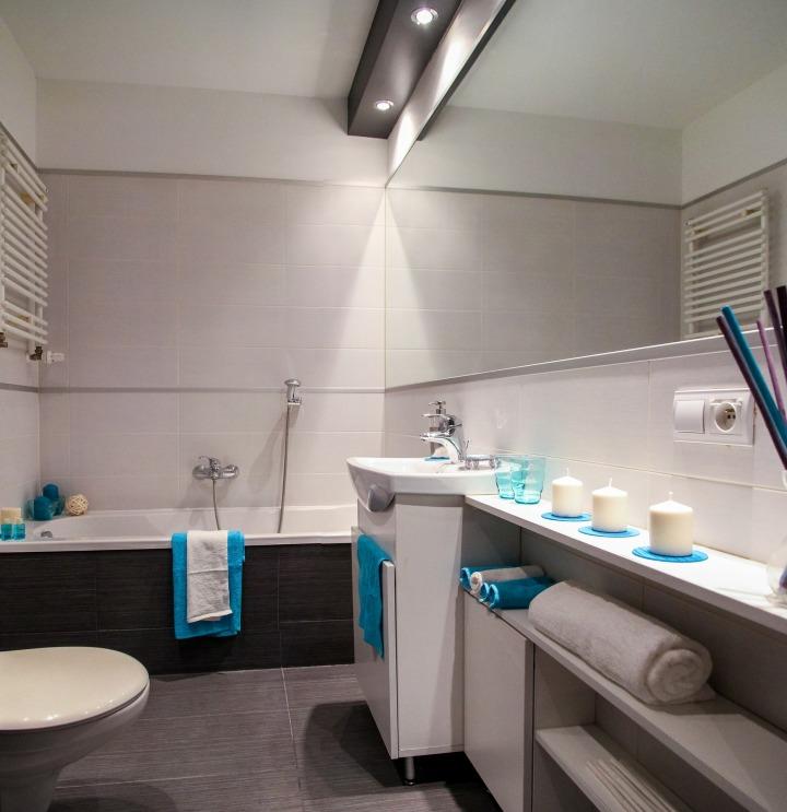 bathroom-2094684_1920
