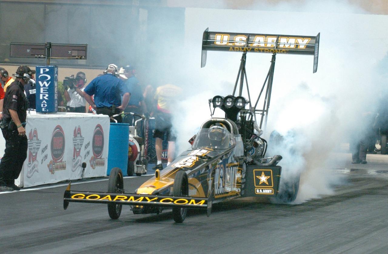 drag-racer-1068387_1280