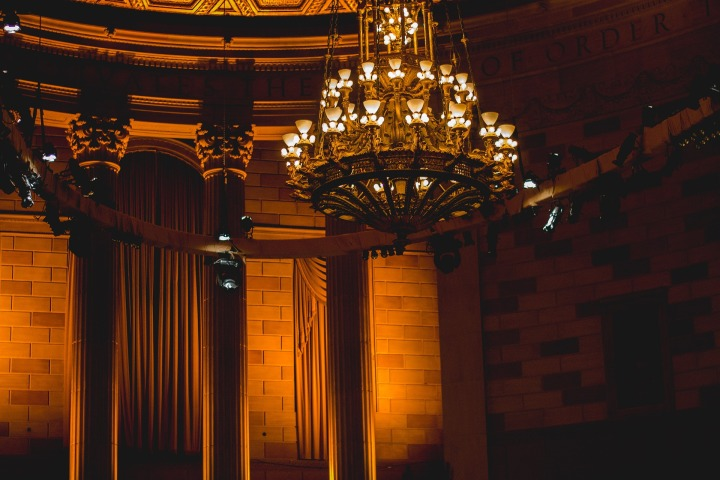 chandelier-924906_1920