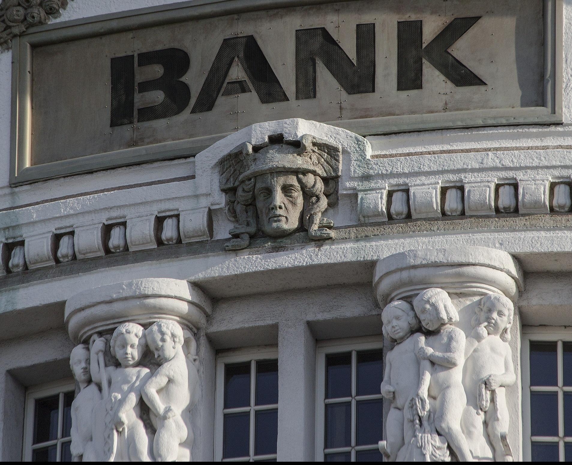 bank-2907728_1920