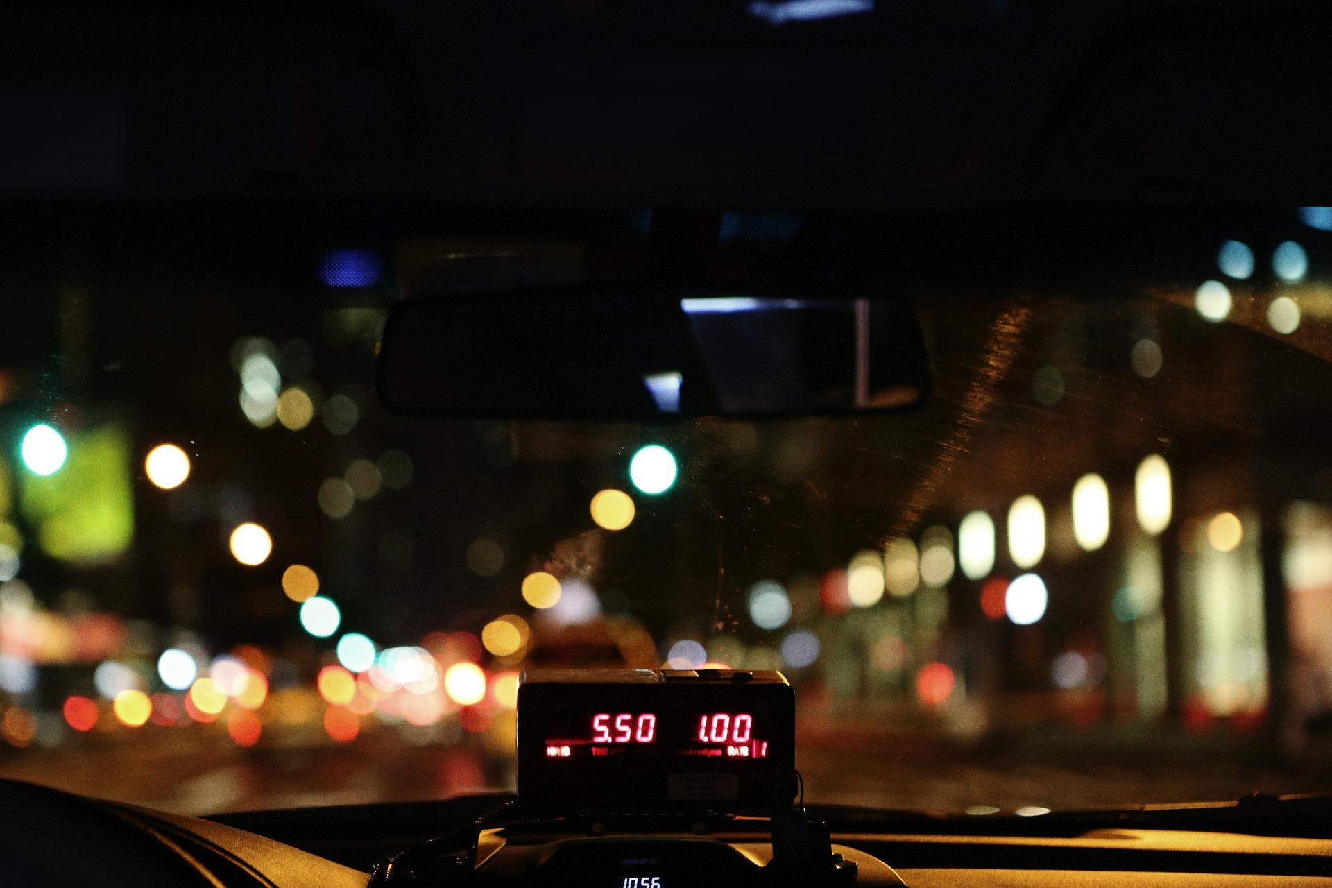 taxi-498437_1920
