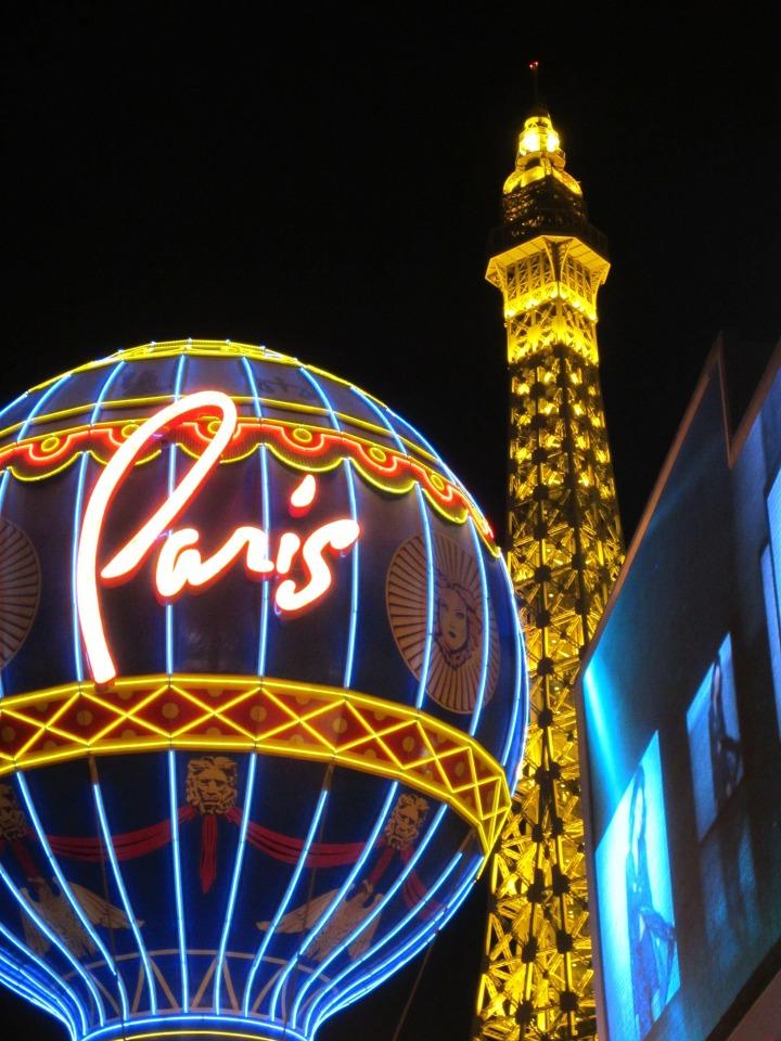 paris-hotel-202496_1920
