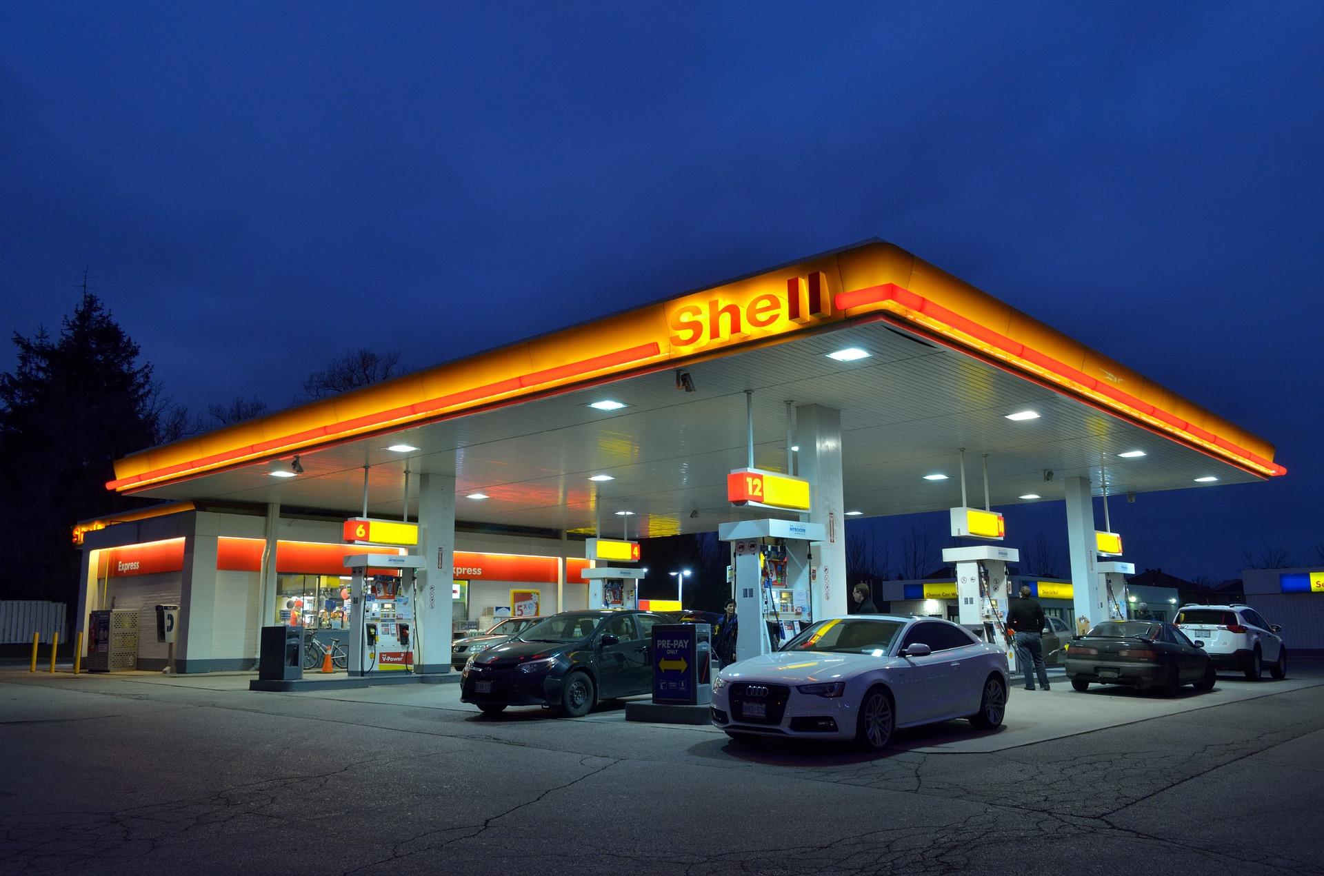 gas-station-1161871_1920