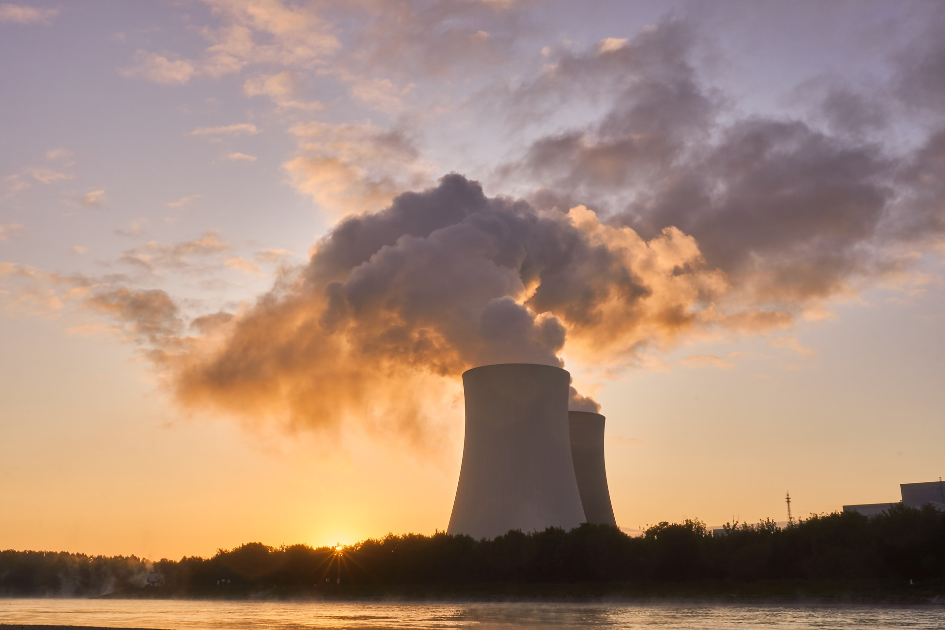 nuclear-power-plant-4535760_1920